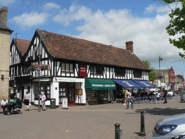 Biggleswade town centre: bedfordshire commuter town
