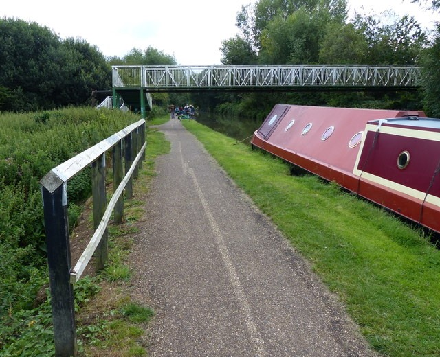 Canal view of Leighton Buzzard: Bedfordshire Commuter Town